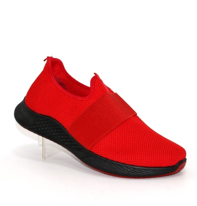 Красные мужские кроссовки на чёрной подошве