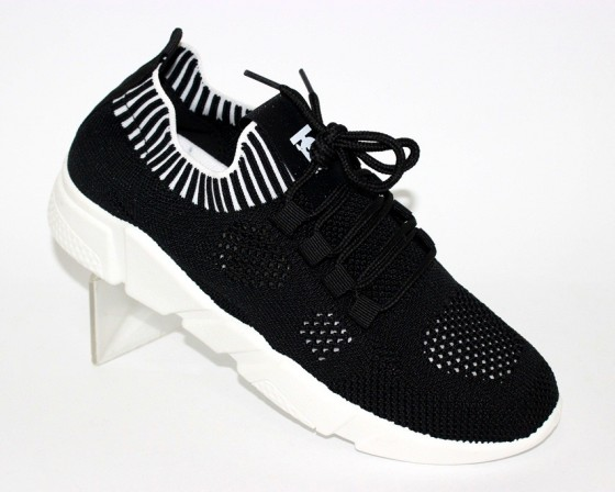 Сайт обуви Туфелек представляет большой выбор кроссовок на любой возраст
