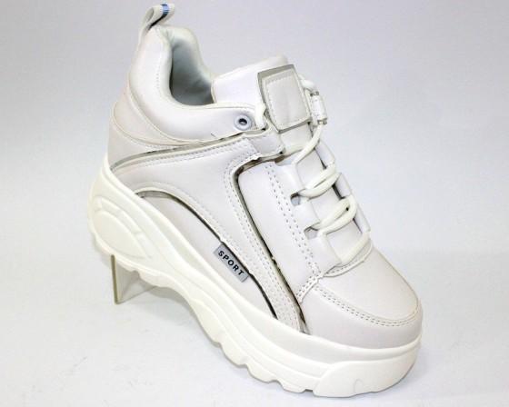 снікерси - модні черевики на танкетці