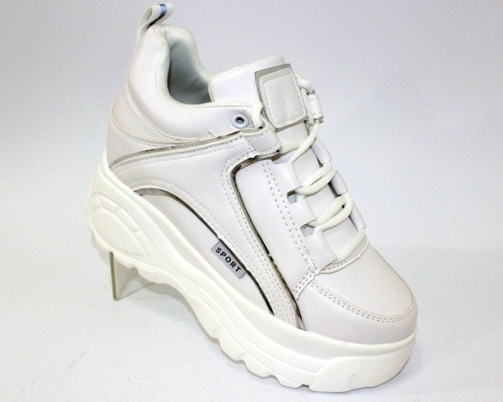сникерсы - модные ботинки на танкетке